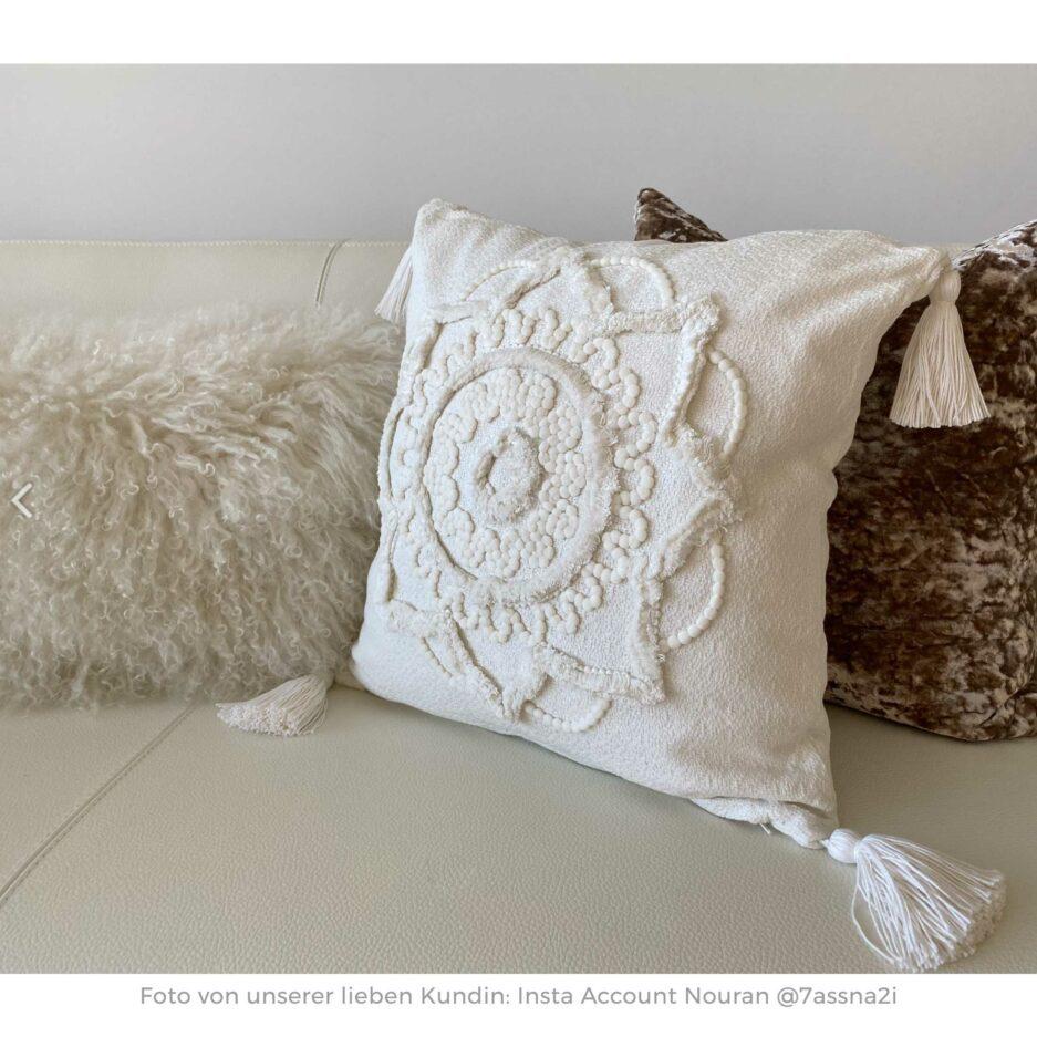 Quadratisches Kissen in Weiss im Boho Style ♥ Quasten-Kissen aus Baumwolle mit einem orientalischen Muster | Soulbirdee Onlineshop, netter Service