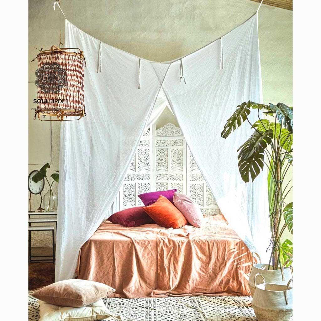 Strandhaus Stil Betthimmel aus weißem Stoff
