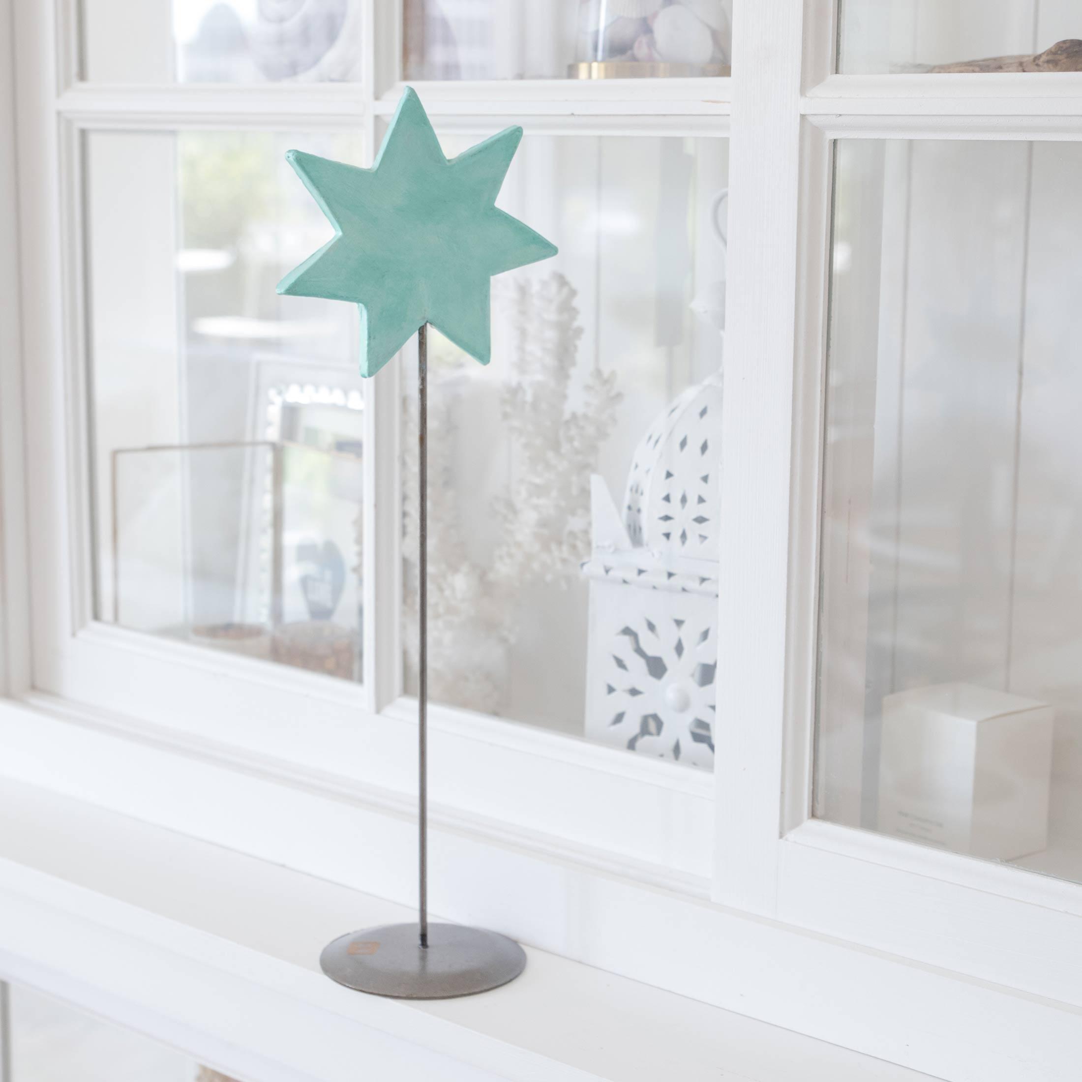 Grüner Deko Stern auf Ständer für die skandinavische Dekoration im Advent | dekorieren Onlineshop Soulbirdee | Weihnachtsdeko online kaufen