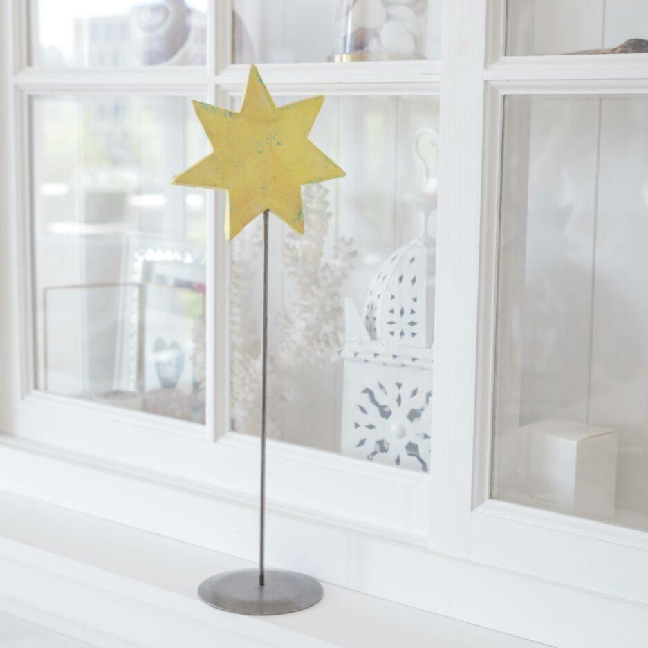 Gelber Deko Stern auf Ständer für die skandinavische Dekoration im Advent   dekorieren Onlineshop Soulbirdee   Weihnachtsdeko online kaufen