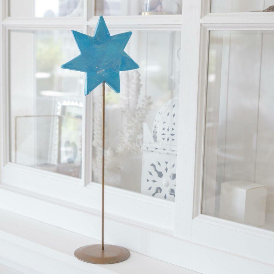 Hellblauer Ornament Stern auf Ständer für die skandinavische Dekoration im Advent   dekorieren Onlineshop Soulbirdee   Weihnachtsdeko online kaufen