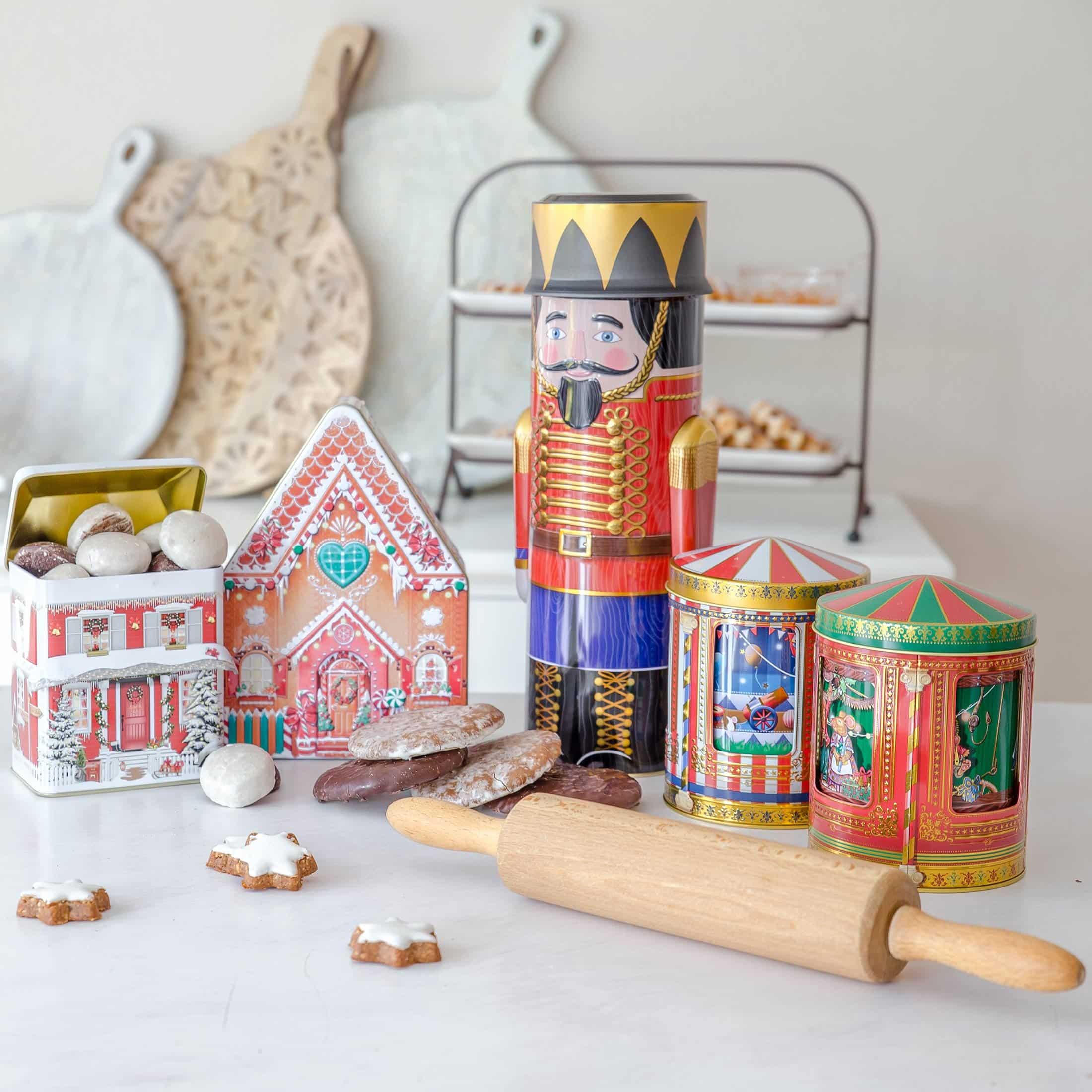 Spieluhrdosen für Plätzchen ♥ Schöne Keksdosen aus England. Das Karussell in der Mitte dreht sich und spielt eine Melodie ☆ Plätzchen-Dosen kaufen im Soulbirdee Onlineshop
