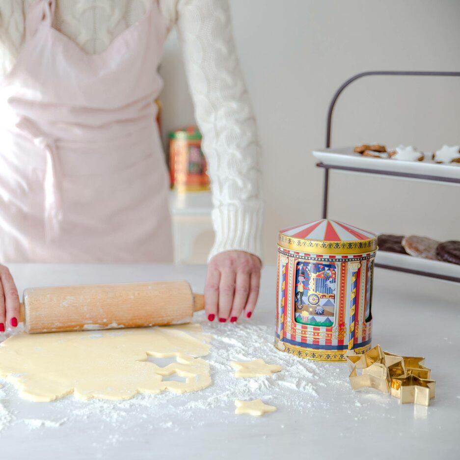 Spieluhrdose ZIRKUS ♥ Schöne Keksdose aus England. Das Karussell mit den Artisten in der Mitte dreht sich und spielt eine Melodie ☆ Onlineshop