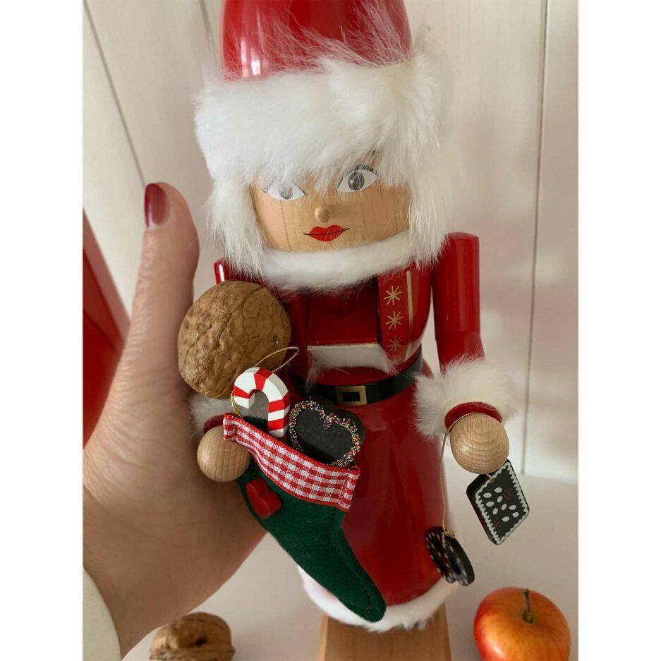 Nussknacker, Holzfigur Nikolaus aus dem Erzgebirge ♥ zum Knacken von Nüssen & als winterliche Deko. Adventsdeko online kaufen | Sympatischer Service | Onlineshop