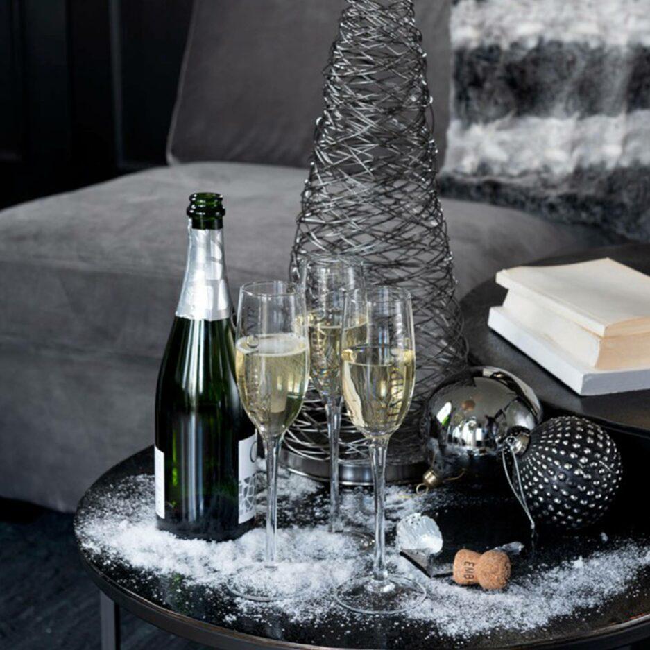 """Die festlichen Champagner-Gläser tragen den silbernen Schriftzug """"Champagne"""" und laden zum Feiern ein. Champagner-Glas online kaufen bei Soulbirdee Onlineshop"""