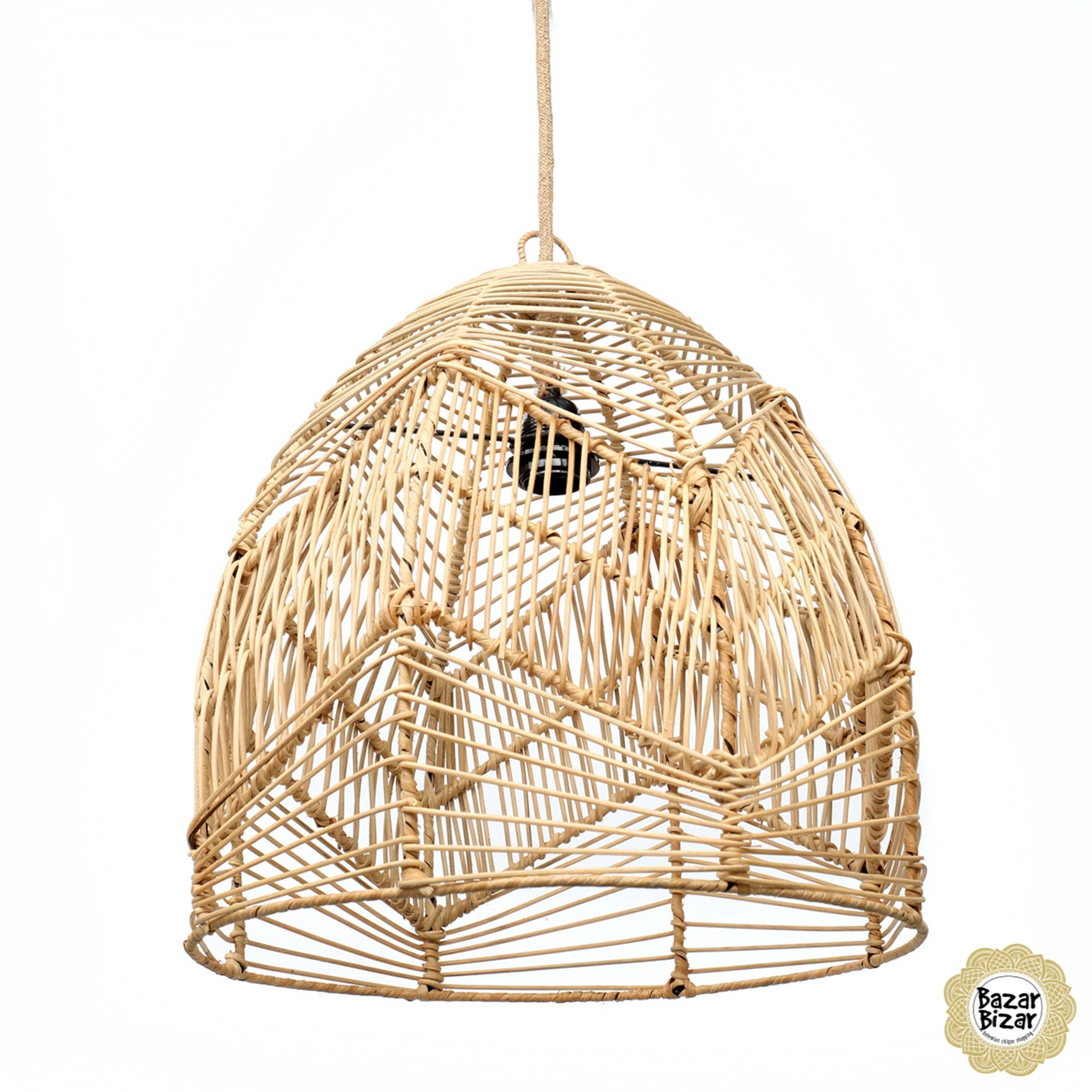 Runde Rattan Lampe mit 50 und 40 cm Durchmesser von der Marke Bazar Bizar. Runder Lampenschirm aus geflochtenem Rattan für den Esstisch