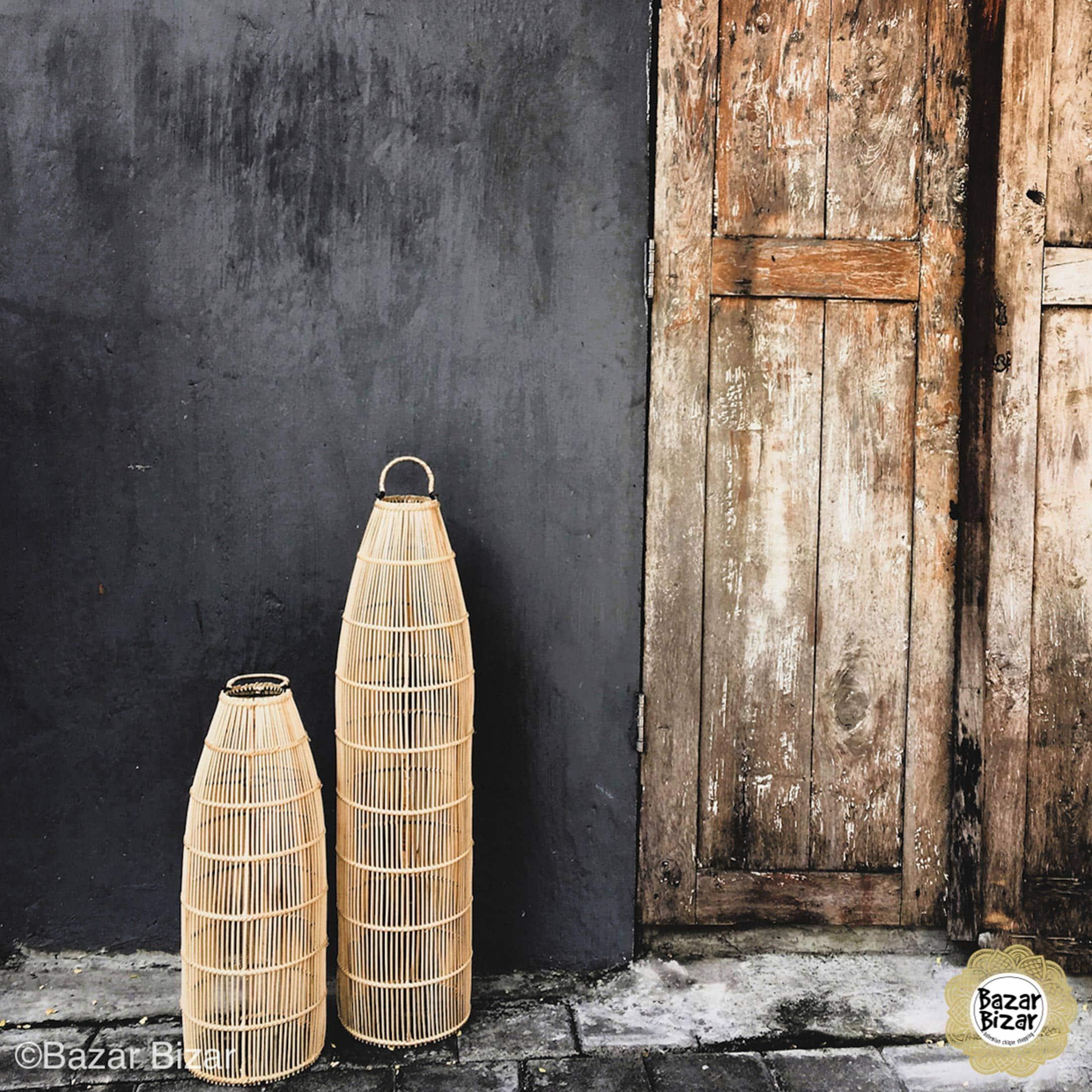 Rattan Deckenlampe in Braun mit 23 cm Durchmesser von der Marke Bazar Bizar. Die Hängelampen passen ins Wohnzimmer und das Treppenhaus