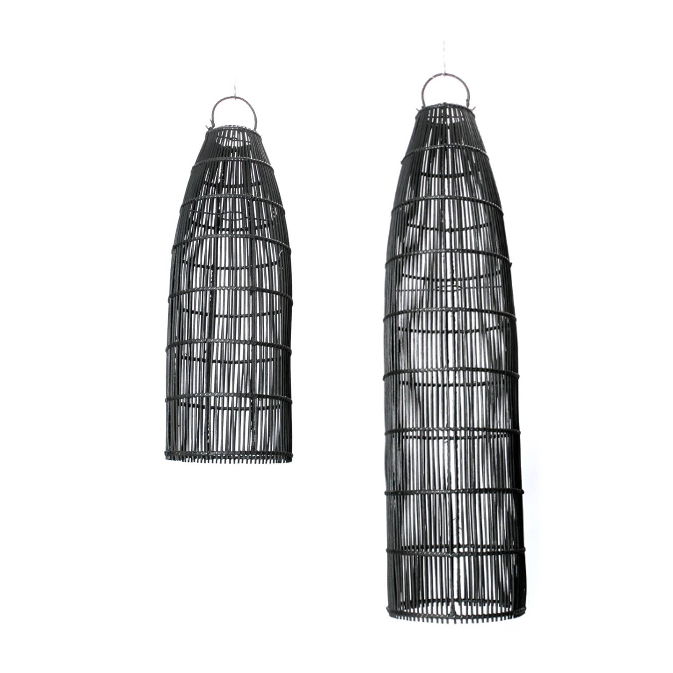 Rattan Lampe in zwei Größen in Schwarz von der Marke Bazar Bizar. Höhe der Deckenlampen ist 90 & 60 cm für das Wohnzimmer im Boho Look