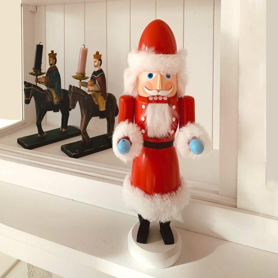 Der Weihnachtsmann Nussknacker Mr. Santa ist eine wunderschöne und nützliche Figur aus dem Erzgebirge aus der SEIFFEN Werkstatt ♥ Erzgebirge Figur, guter Onlineshop