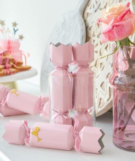 Knallbonbon mit Überraschung für Silvester von der Marke Klevering. Lustige Tischdeko für die ganze Familie. Tischdeko online kaufen