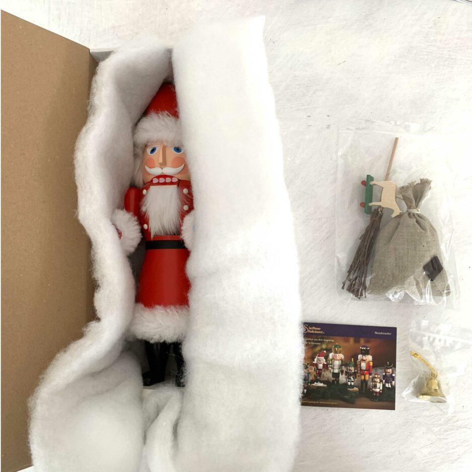 Nussknacker Nikolaus aus Holz in Geschenk Verpackung. Der Weihnachtsmann Nussknacker Mr. Santa ist eine schöne und nützliche Holzfigur zum Knacken von leckeren WalNüssen | Erzgebirge Figur