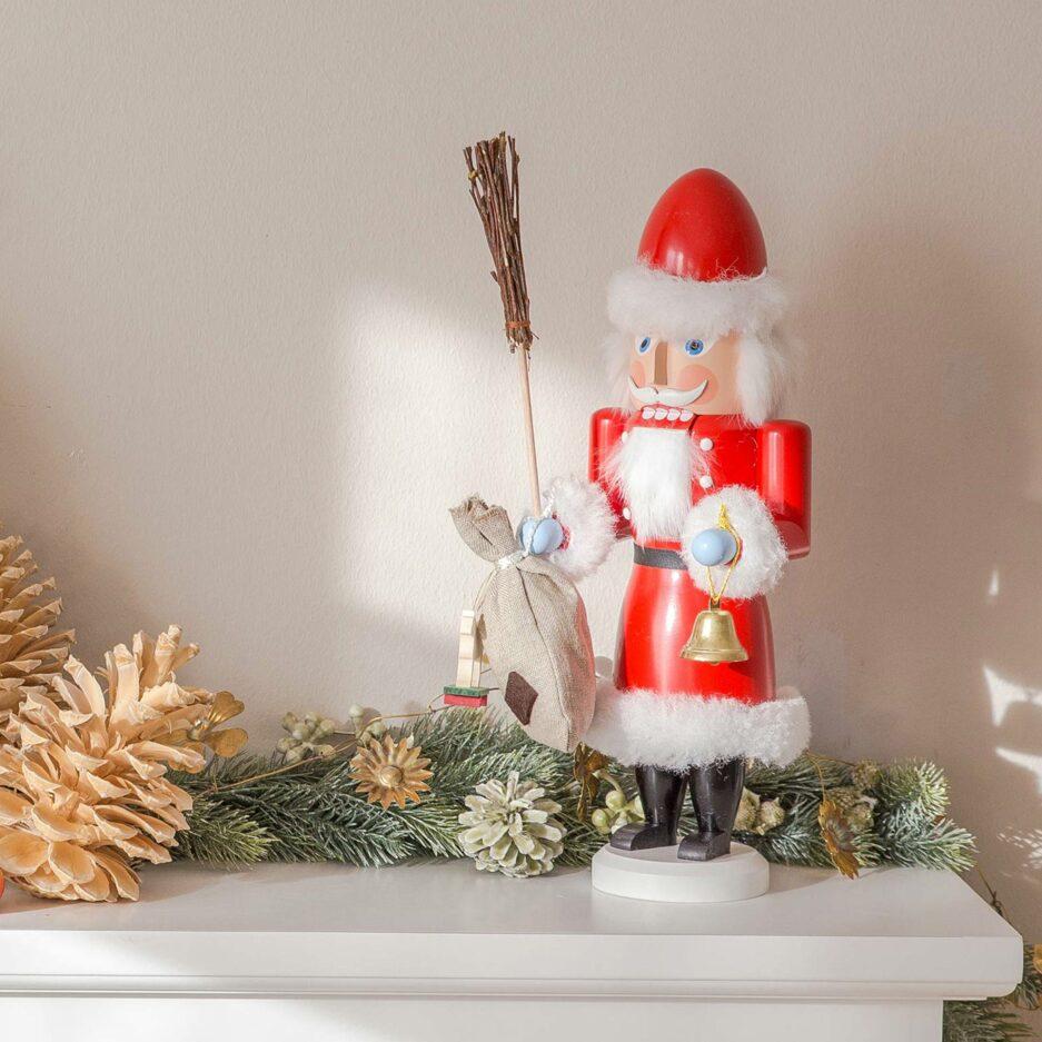 Der Weihnachtsmann Nussknacker Mr. Santa ist eine schöne Holzfigur SEIFFEN zum Knacken von Nüssen | Erzgebirge Figuren Weihnachten online kaufen