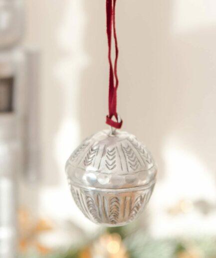 Marokkanische Weihnachtsdeko | Kugeln zum öffnen von der Marke Van Verre. Christbaumschmuck aus Metall, Silber mit Muster online kaufen