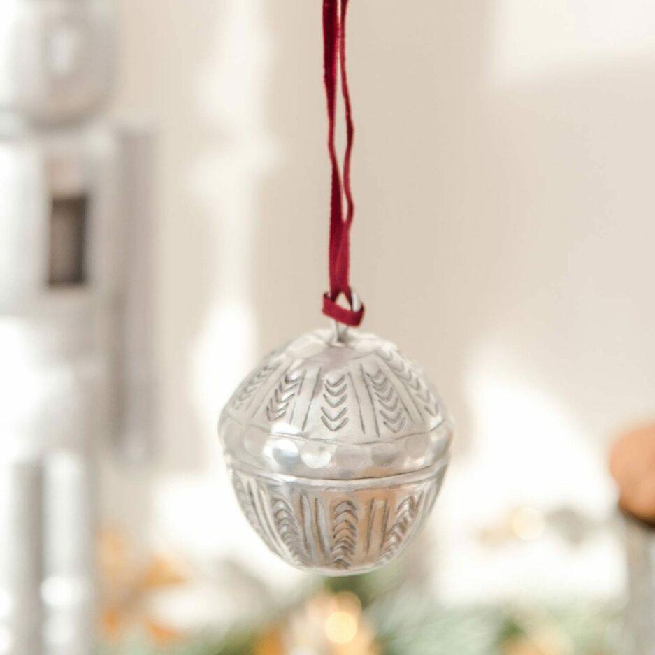 Marokkanische Weihnachtsdeko   Kugeln zum öffnen von der Marke Van Verre. Christbaumschmuck aus Metall, Silber mit Muster online kaufen