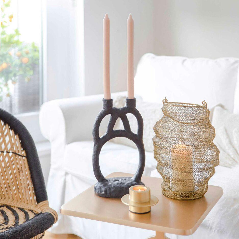Ethno Style Kerzenhalter PEDRO in Schwarz ♥ eine ausgefallene Form, die 2 Kerzen trägt. Kerzenständer von Bloomingville Online kaufen