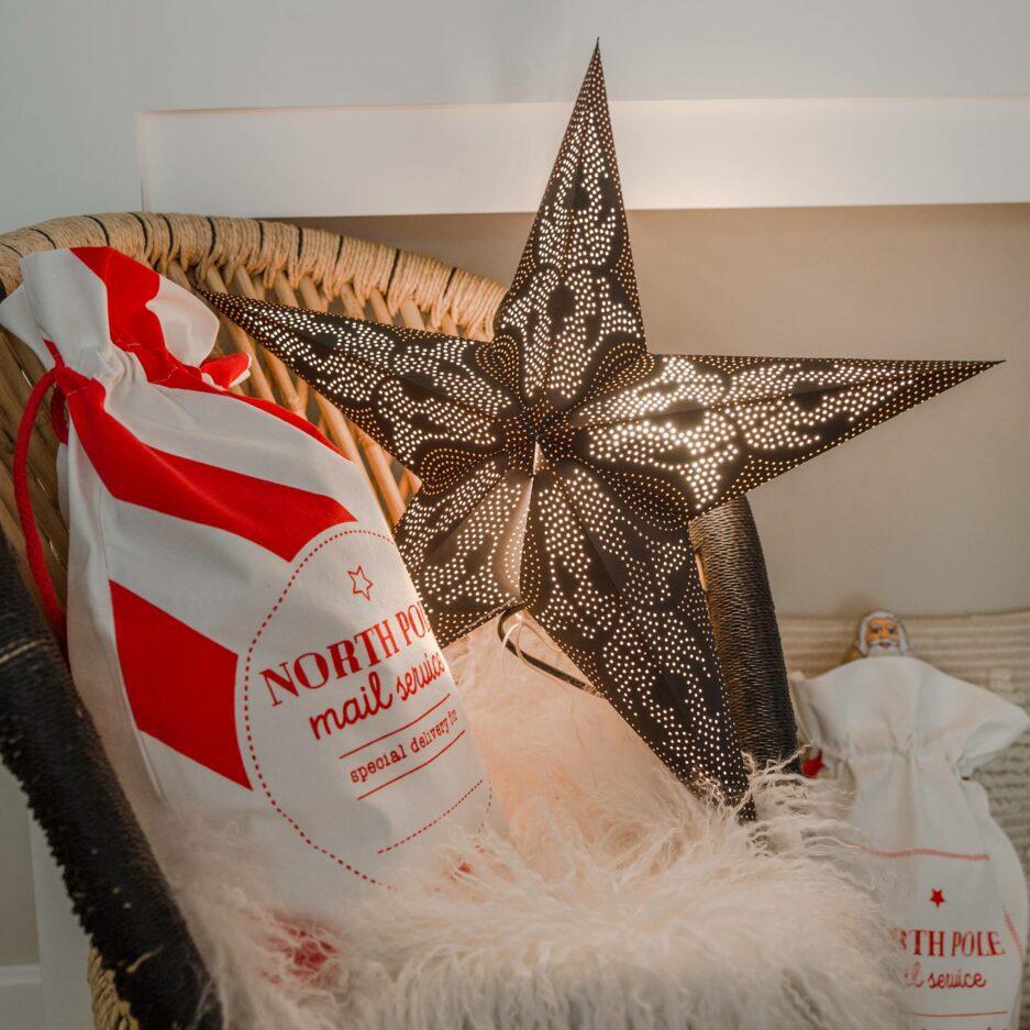"""Weihnachtsstern aus Papier, Stern mit einem Lochmuster und einer Lichtquelle von der Marke Van Verre. Der Stern """"Damascus"""" ist 60cm groß, handgemacht. Soulbirdee.com"""