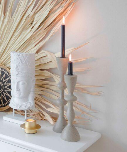 Skandinavische Kerzenhalter in 2 Größen aus Stein. Kerzenständer im minimalistischen Stil für Stabkerzen bei Soulbirdee kaufen