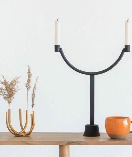 Kerzenleuchter Schwarz mit 39,5cm Höhe von der Marke Urban Nature. Skandinavischer Kerzenständer für 2 Kerzen jetzt bei Soulbirdee kaufen