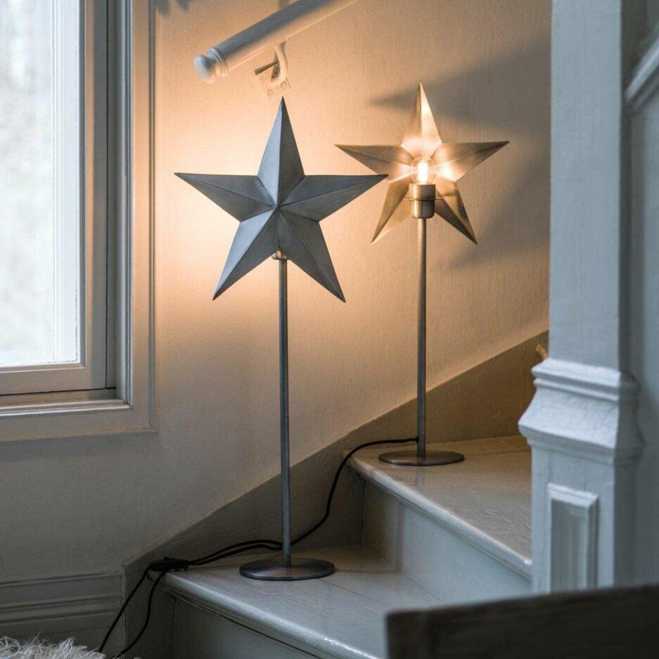 Lampe mit Stern aus Metall mit 76cm Höhe von der Marke PR Home aus Skandinavien. Sternlampe für die Weihnachtsdeko mit Stecker und Glühbirne