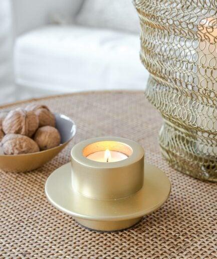 Teelichthalter im skandinavischen Stil von der Marke Urban Nature Culture. Goldener Halter für Teelichter, aus Metall bei Soulbirdee kaufen