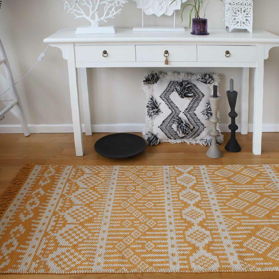 Kurkuma Gelber Läufer Teppich aus recycelter Baumwolle in Schwarz, Lila, Gelb | Liv Interior. Läufer mit 140 x 70 cm, waschbar, Wohnzimmer-Teppich kaufen