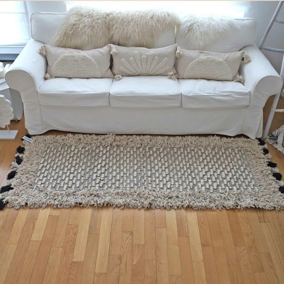 Teppich in 70x200cm, mit Fransen und Troddeln von der Marke Au Maison. Bohemian Teppich für das Wohnzimmer in Creme Weiß online kaufen