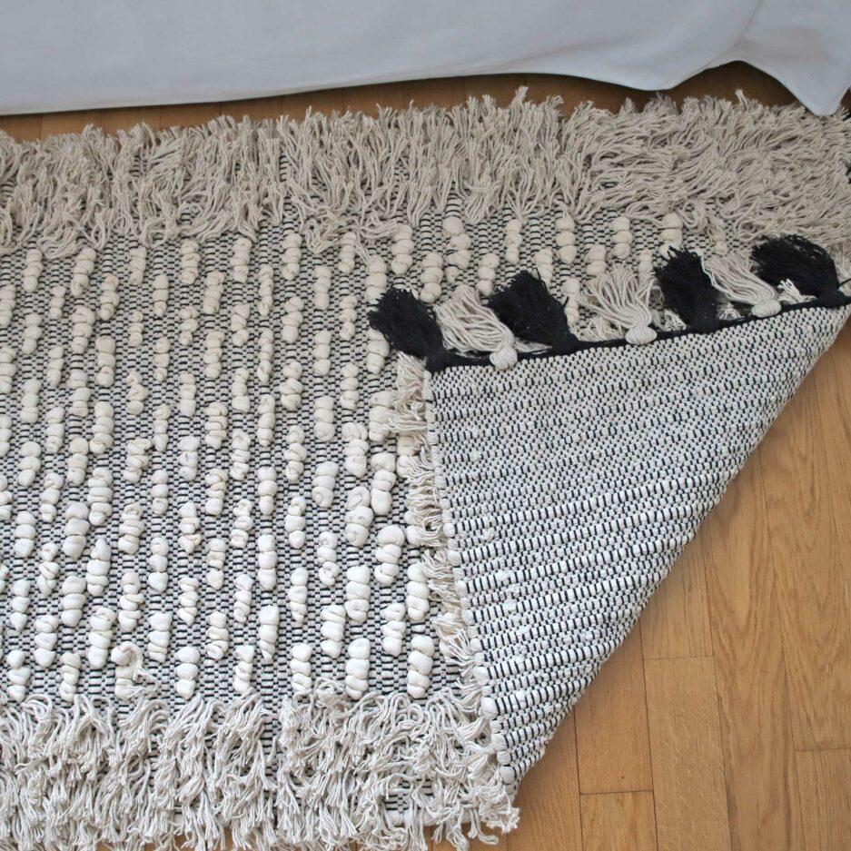 Bohemian Style Teppich in 70x200cm, mit Fransen und Troddeln von der Marke Au Maison. Bohemian Teppich für das Wohnzimmer in Creme Weiß online kaufen