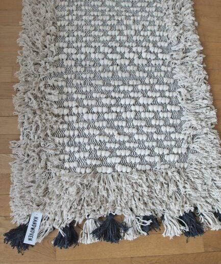 Boho Teppich in 70x200cm, mit Fransen und Troddeln von der Marke Au Maison. Bohemian Teppich für das Wohnzimmer in Creme Weiß online kaufen