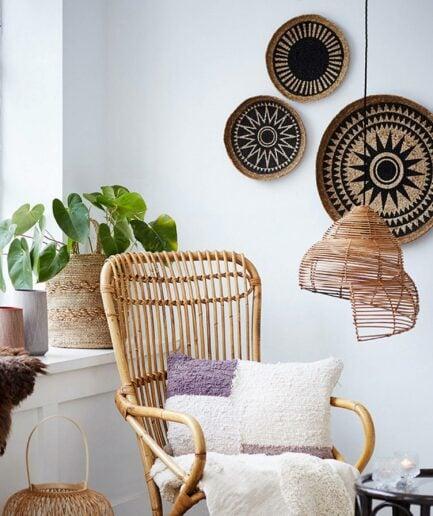 Wandteller aus Jute im Ethno Stil für die Wohndeko von der Marke Liv Interior. Wanddekoration aus Jute mit schönen Mustern. Wanddeko online kaufen im schönen Soulbirdee Onlineshop