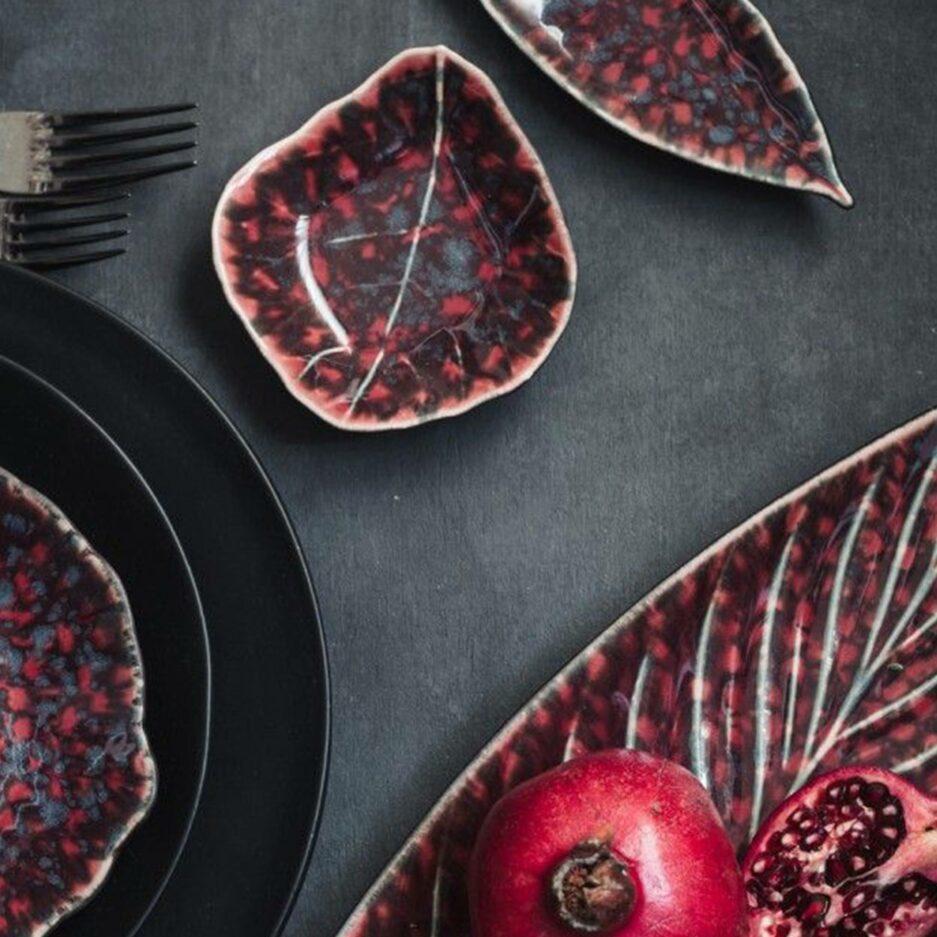 Rotes Geschirr von Christian Tortu