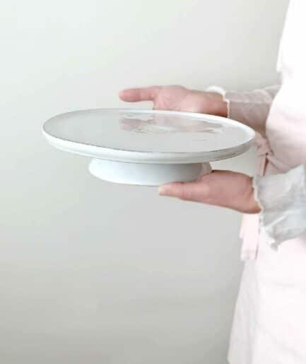 Kuchenstaender mit Fuß und 26cm Durchmesser, spülmaschinenfest von der Marke Costa Nova. Platte für Kuchen aus Portugal bei Soulbirdee bestellen
