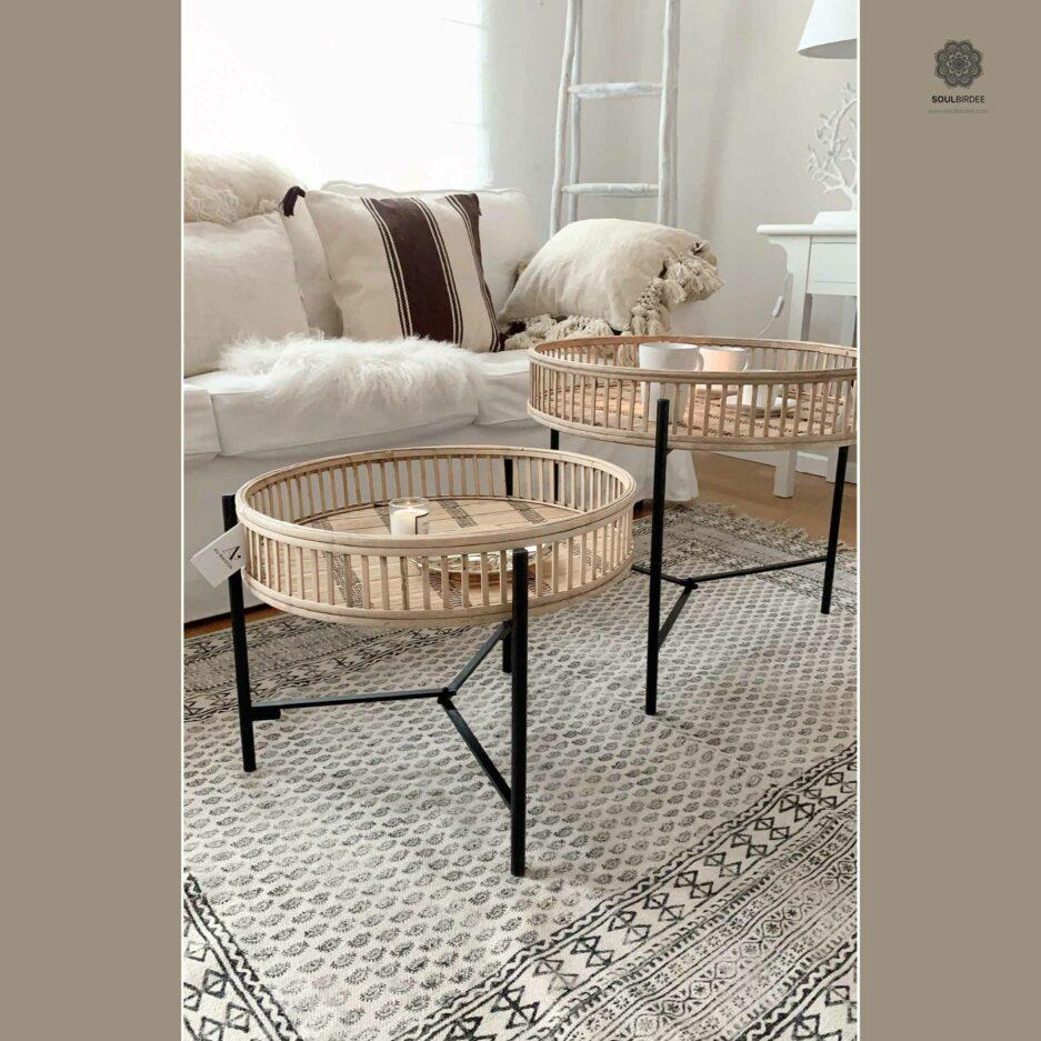 Beistelltisch mit abnehmbarem Tablett aus Bambus als Set in 2 Größen von der Marke Au Maison. Sofatisch aus Rattan im Bohemian Wohnstil bei Soulbirdee Online kaufen