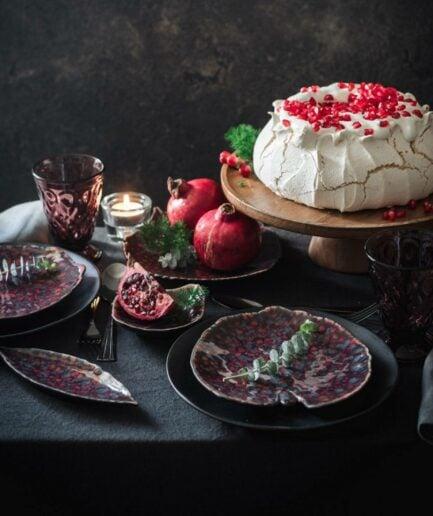 Dessertteller in Blattform Riviera Vigne, spülmaschinenfest von Christian Tortu für Costa Nova. Geschirr für Weihnachten bestellen