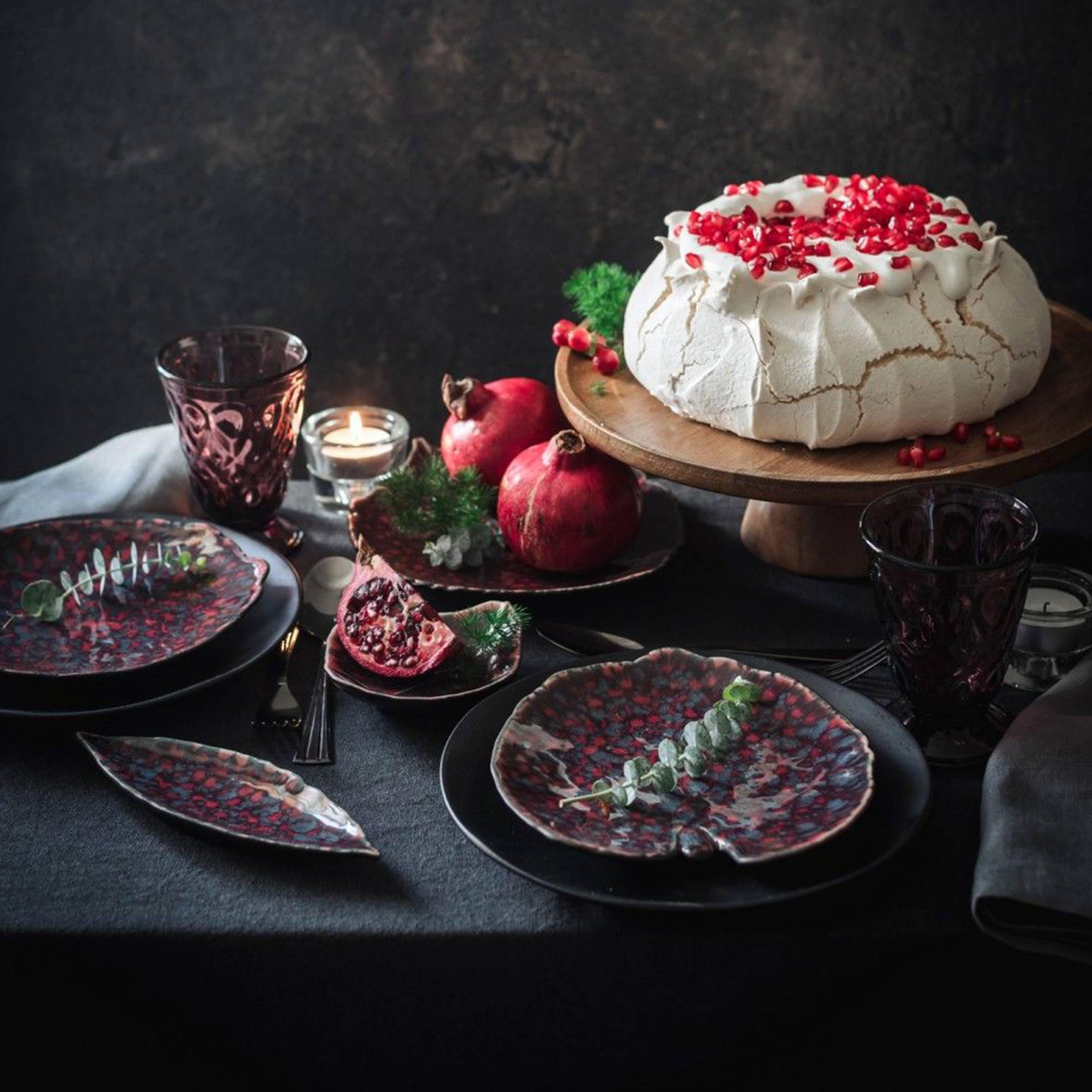 Dessertteller in Blattform 17cm Länge, spülmaschinenfest von Christian Tortu by Costa Nova. Geschirr für Weihnachten bei Soulbirdee bestellen