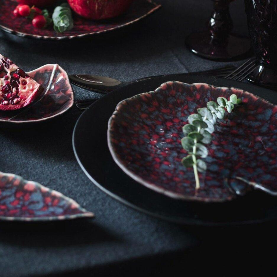 Teller in Blatt-Form ♥ Handgemacht, Spülmaschine geeignet, von der Marke Costa Nova ♥ Geschirr für Weihnachten online bestellen