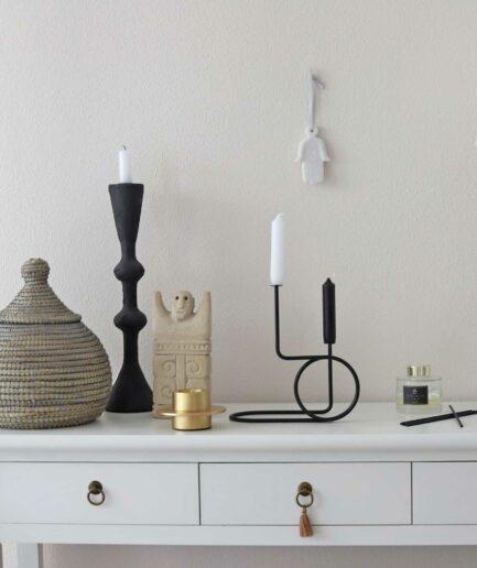 Schwarzer skandinavischer Kerzenhalter aus Metall, runder, gebogener Kerzenständer