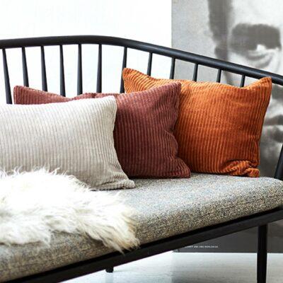 Kissenhülle aus Cord in 100% Bio Baumwolle von der Marke Liv Interior. Cordkissen für das Sofa bei Soulbirdee bestellen