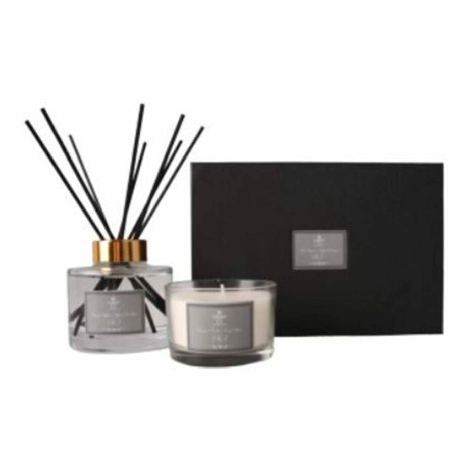 Duft Geschenkset mit dem Duft Pure Silk No1 von der Marke C´est Bon. Geschenkeset zum Verschenken mit Duftkerze und Raumduft bei Soulbirdee kaufen