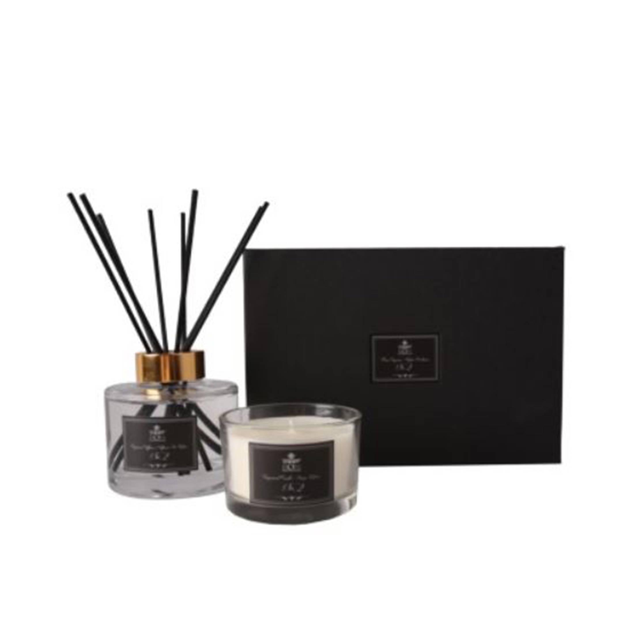 Duftkerze Geschenkset mit dem Duft No2 von der Marke C´est Bon. Geschenkset mit Düften zum Verschenken für Damen und Herren bei Soulbirdee kaufen