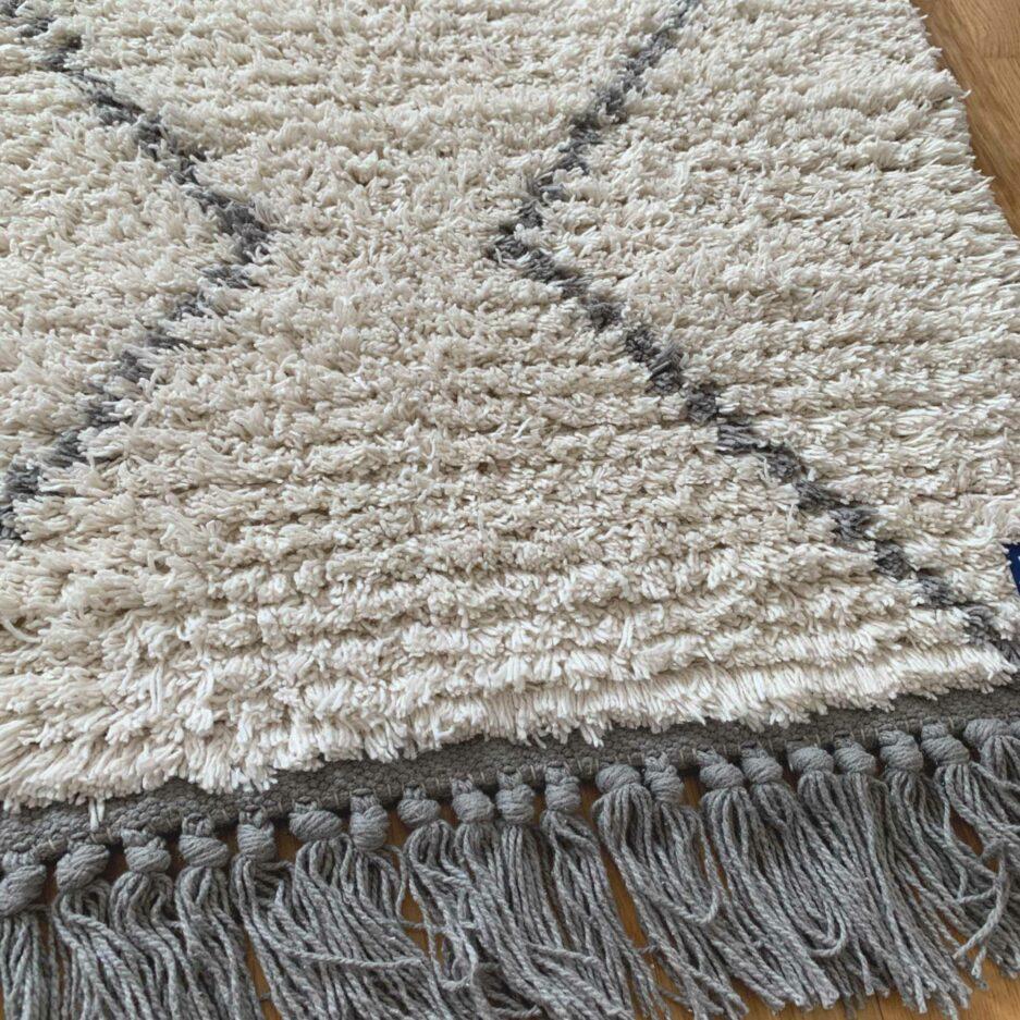 Marokkanischer Berber Teppich in 60x90 von der Marke Liv Interior. Teppich Läufer im Beni Ourain Stil bei Soulbirdee