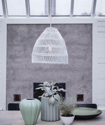 Rattan Lampe in Weiß in 3 Gößen inklusive Fassung & Kabel von der Marke PR Home. Hängelampe im Bohemian Wohnstil bei Soulbirdee kaufen