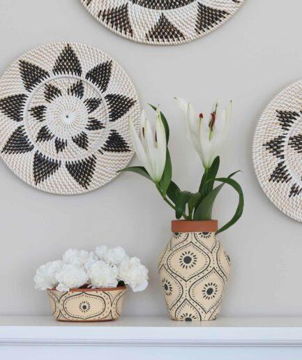 Vase mit Muster aus Keramik. Vase von der Marke Madam Stoltz mit Boho Muster ♥ Süße Vasen finden Sie im Soulbirdee Onlineshop