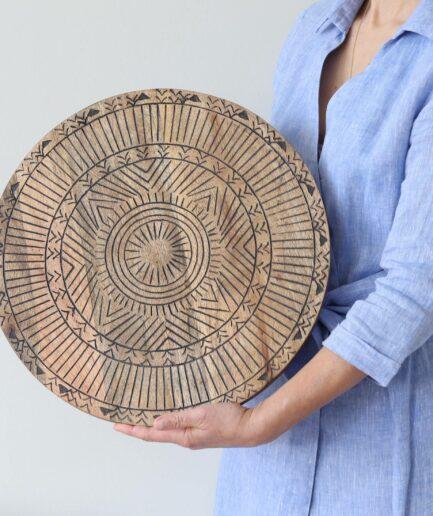 Servierbrett Ebony mit einem besonderen Muster | Mangoholz Teller als Dekotablett oder zum Servieren als Tischdeko | Soulbirdee Onlineshop