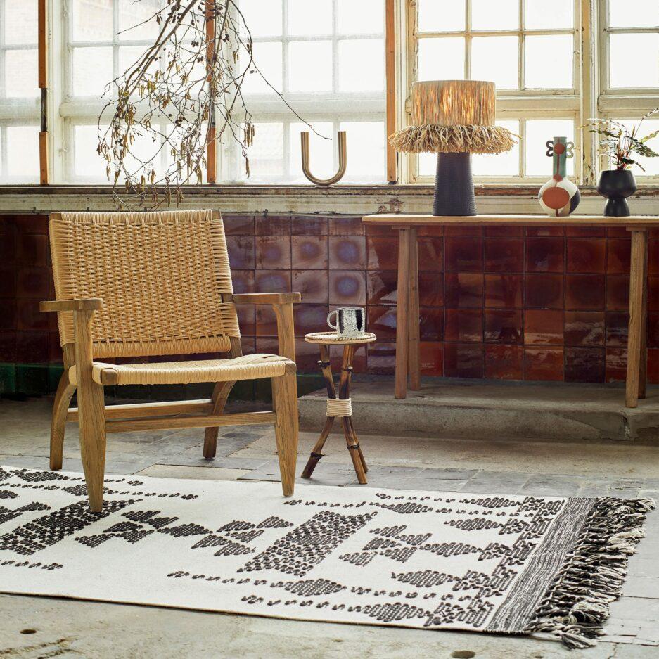 Skandinavischer Baumwoll-Teppich in Schwarz & Weiss mit Fransen & Ethno Muster ♥ Skandinavischen MadamStoltz Teppich kaufen