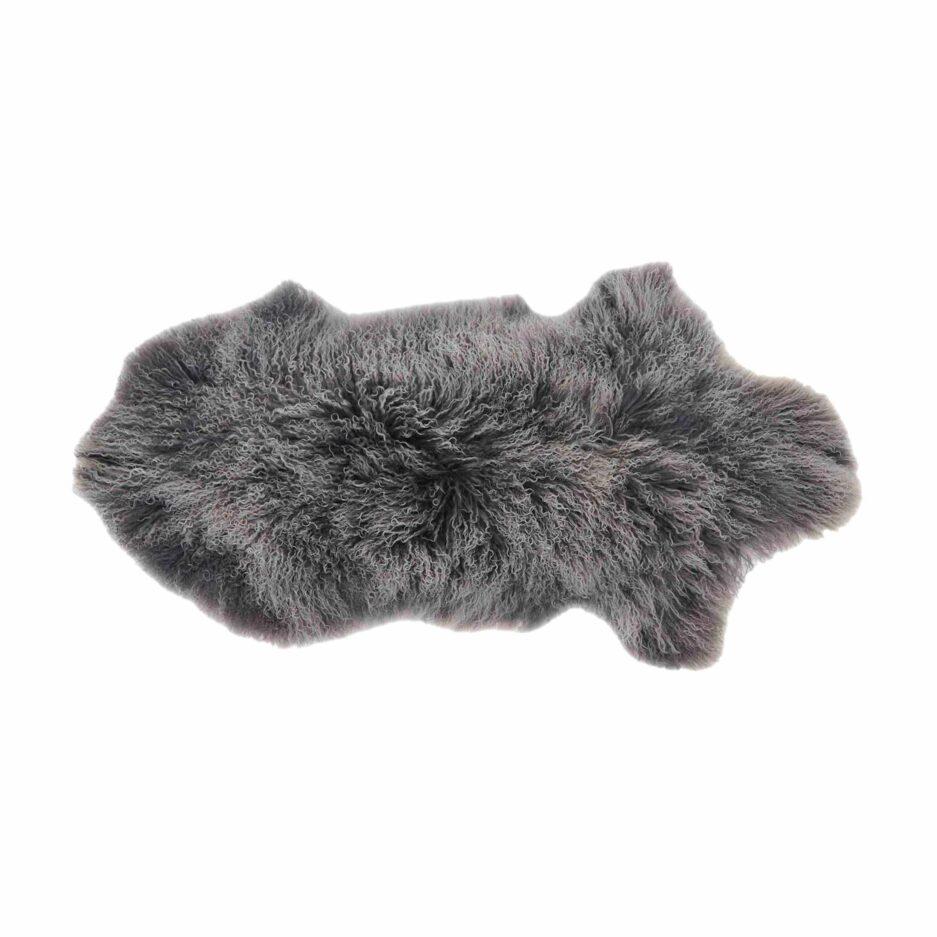 Schaffell Grau-Weiss 60 x 100 cm als wärmende Unterlage auf dem Esstisch-Stuhl oder als Deko auf dem Sofa. Weiches Schaffell von Kinzler Home