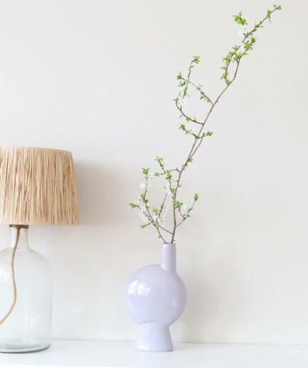 Vase in hellem Lila aus der 2021 Kollektion der Marke Madam Stoltz ♥ Blumenvasen finden Sie im Soulbirdee Onlineshop