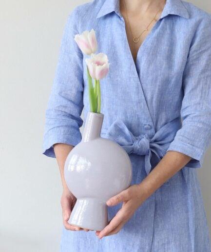 Stoneware Vase in hellem Lila aus der 2021 Kollektion der Marke Madam Stoltz ♥ Blumenvasen finden Sie im Soulbirdee Onlineshop