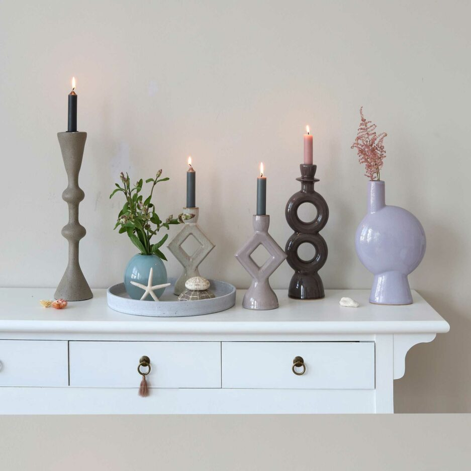 Skandinavische Kerzenhalter aus Keramik in klaren Formen zusammen dekoriert im Soulbirdee Onlineshop