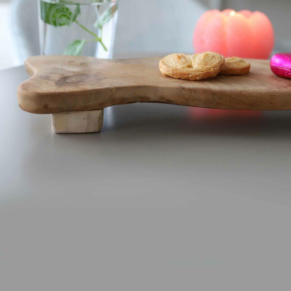 organisches Tablett mit 40 x 13 cm aus Teakholz von der Marke WMG. Holzbretter zum servieren aus Holz bei Soulbirdee kaufen