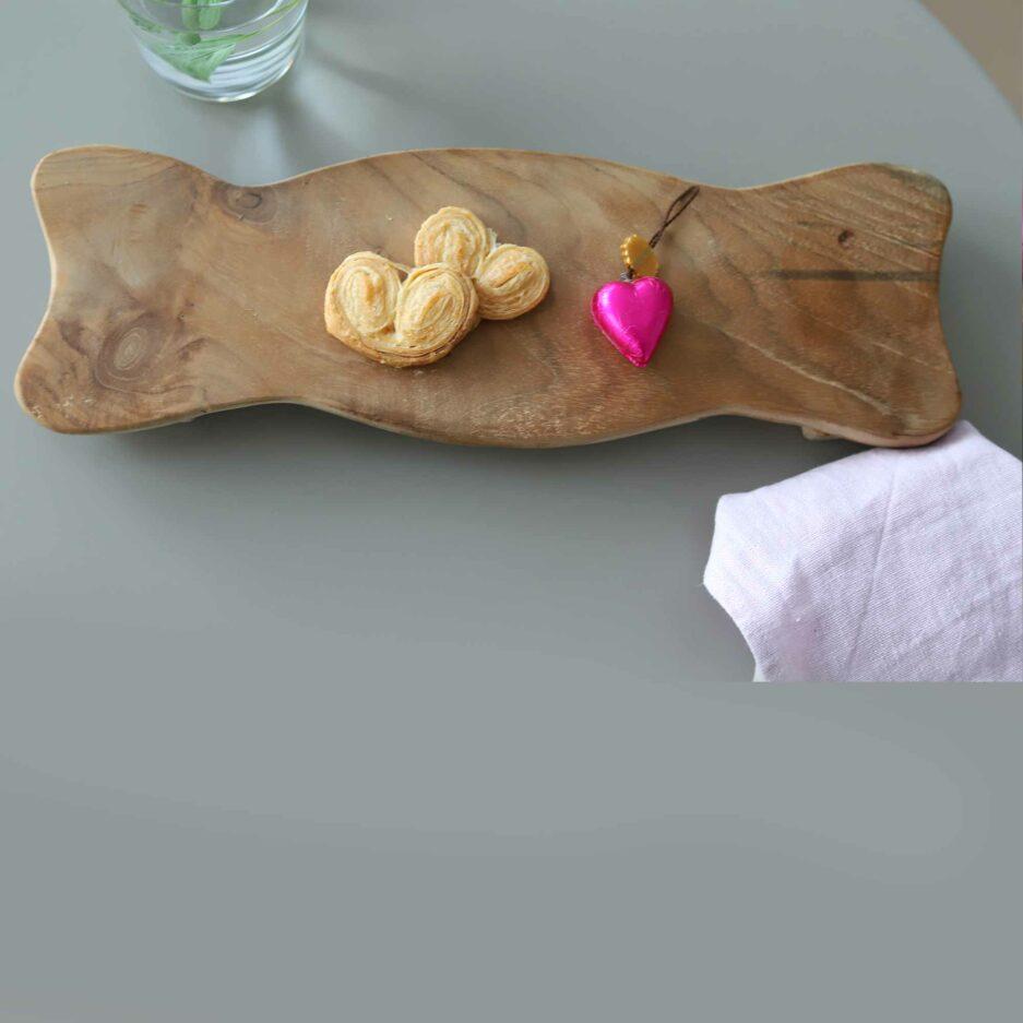 Naturbelassenes Tablett mit 40 x 13 cm aus Teakholz von der Marke WMG. Holzbretter zum servieren aus Holz bei Soulbirdee kaufen